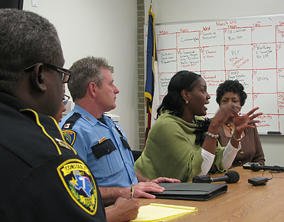 Wanda Adams speaking with law enforcement officers