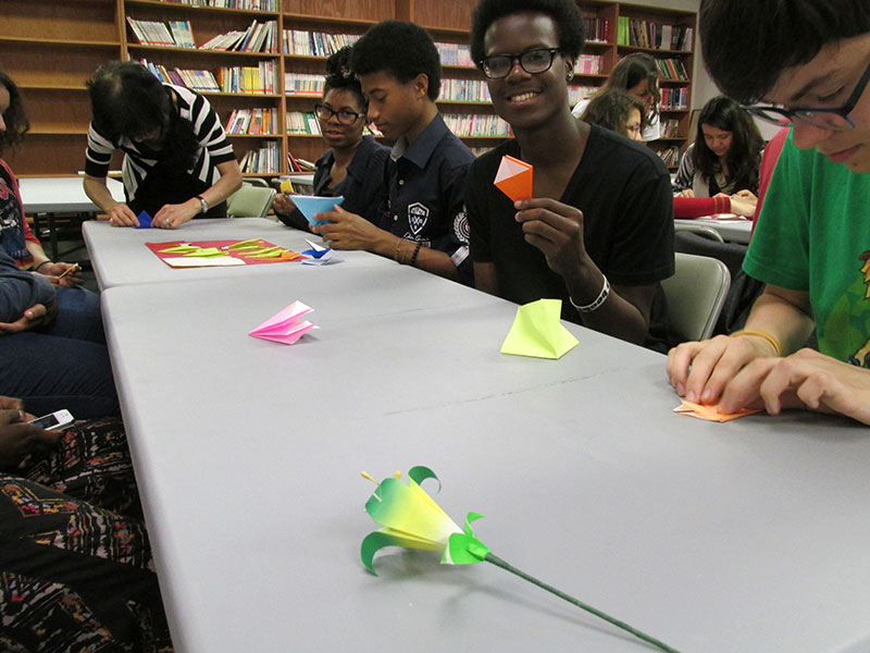 Students-learn-how-to-make-origami-the-art-of-Chinese-paper-folding.jpg