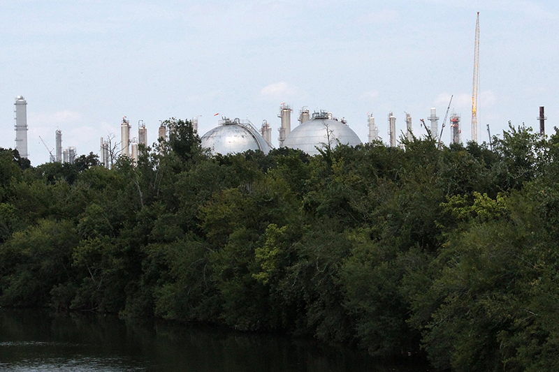 industrial-plant-in-Houstons-Ship-Channel-area-dave-fehling800.png