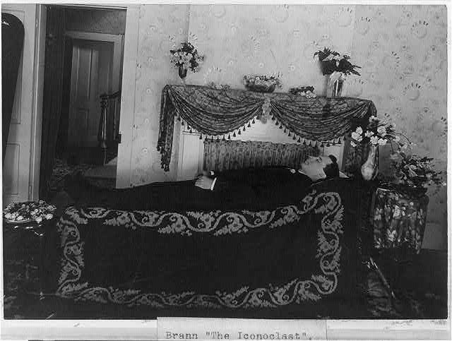 Brann in funeral bed