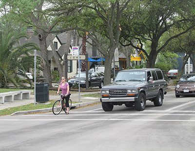 Cyclists-and-motorists-share-the-road-on-Heights-Blvd-at-11th-Street400px-310px-tn.png