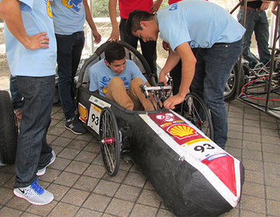 Elsik-High-School-students-check-out-a-fuel-efficient-car-400px-310px-tn.png