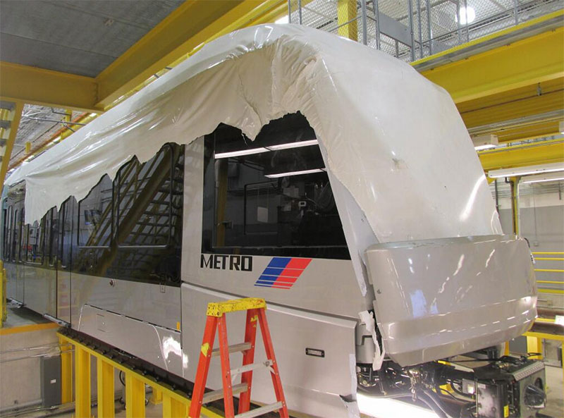 New-METROHouston-light-rail-train-arrives-wrapped-in-plastic.jpg