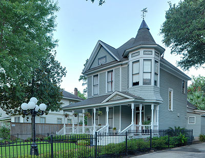 The Jay L. Durham House at 921 Heights Blvd., Houston (Texas, USA) is listed in the National Register of Historic Places, United States Department of the Interior.