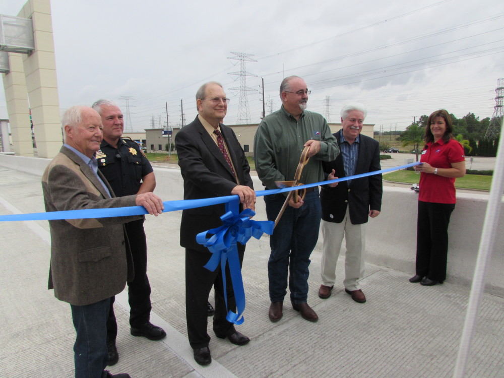 Harris County Precinct 4 Commissioner Jack Cagle cuts the ribbon for the new connector ramp.