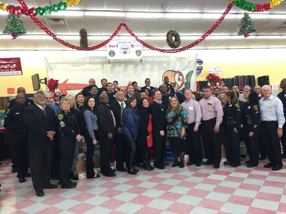 Houston Police pose for a picture with Fiesta staff and volunteers.