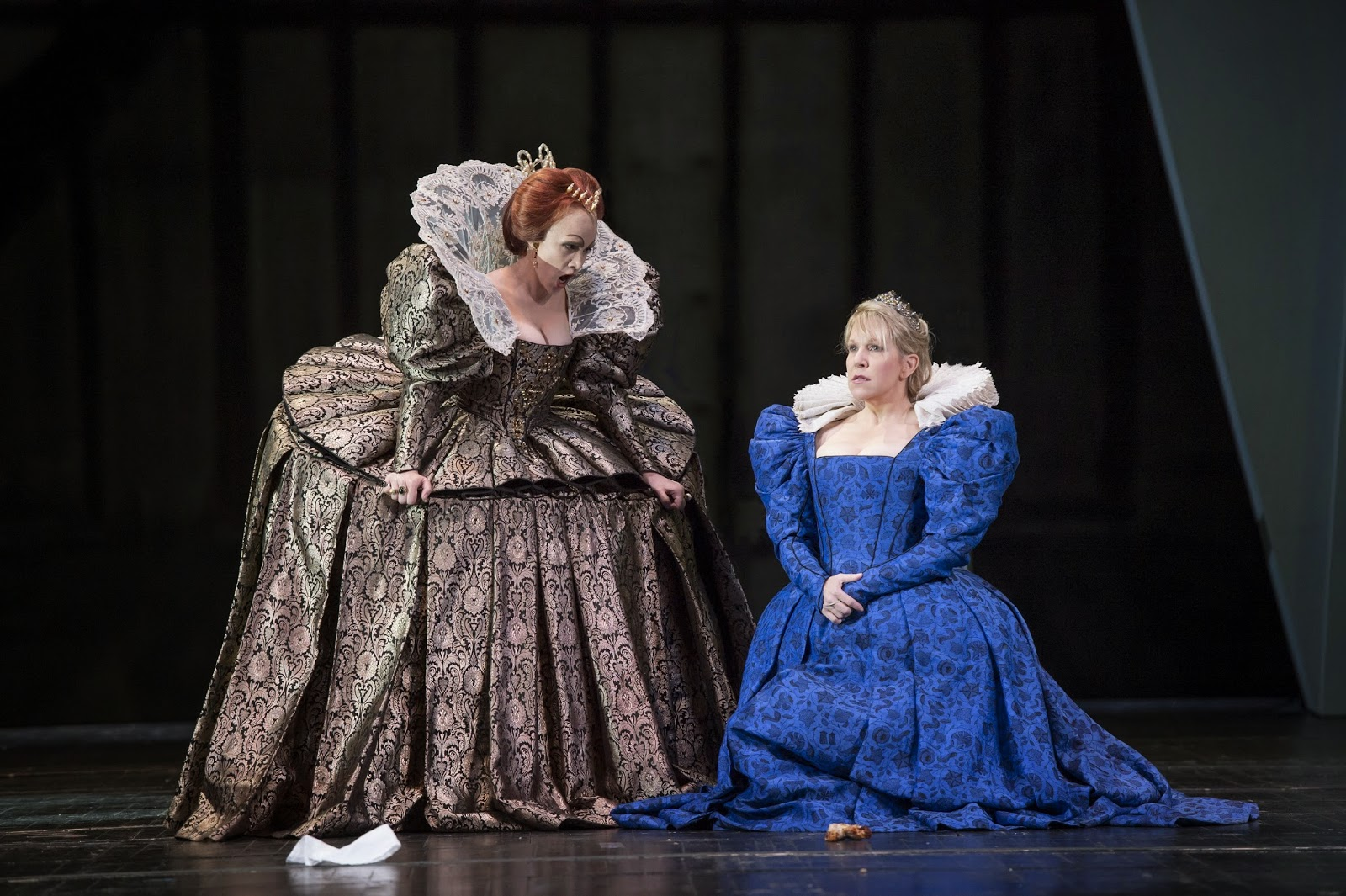 Carmen Giannattasio as Elisabetta I and Joyce DiDonato as Maria Stuarda in the 2014 Covent Garden production