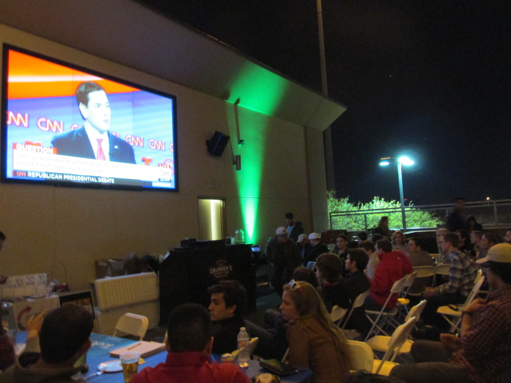 UH students watch the Republican debate at Calhoun's Rooftop Bar and Grill