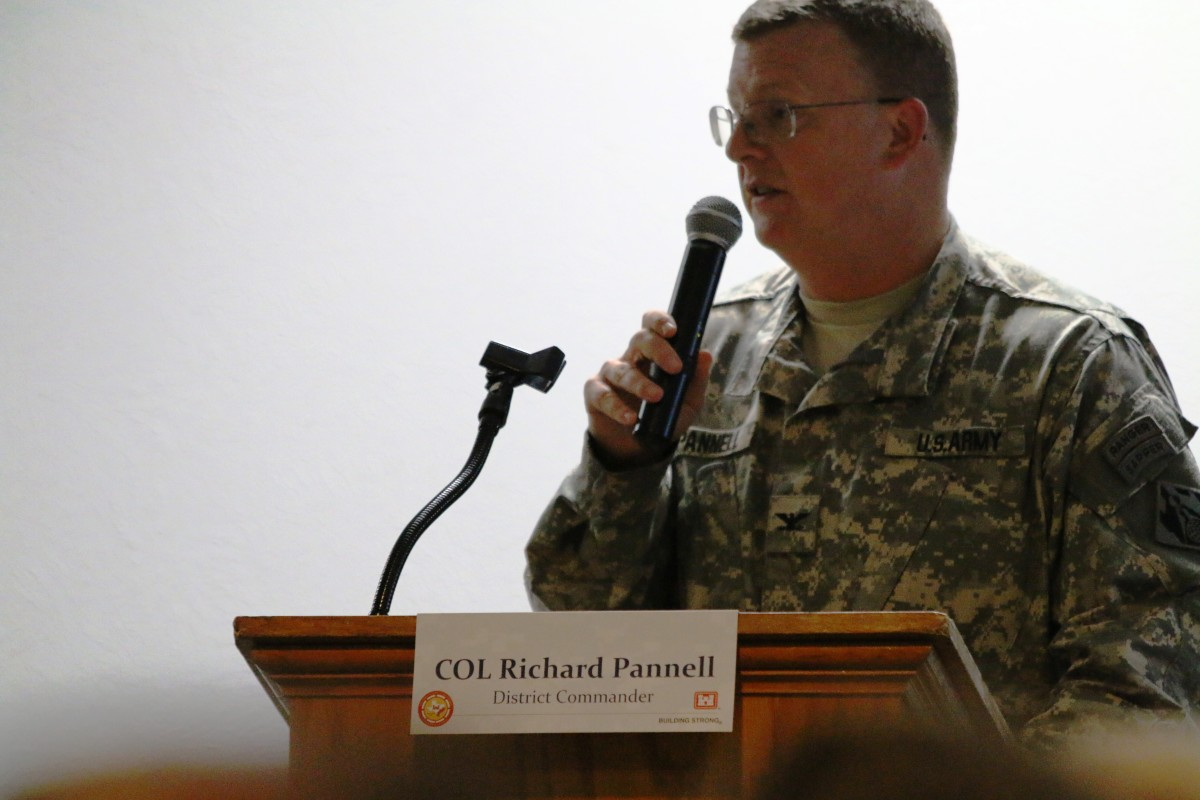 U.S. Army Corps' Richard Pannell led the community meeting