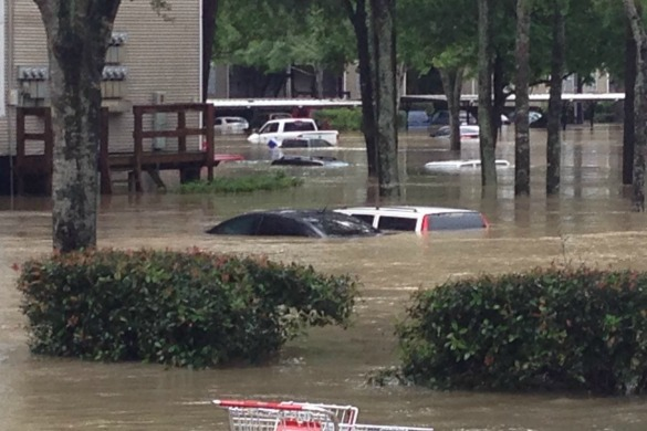 Houston flood Westfield Lake apartment complex
