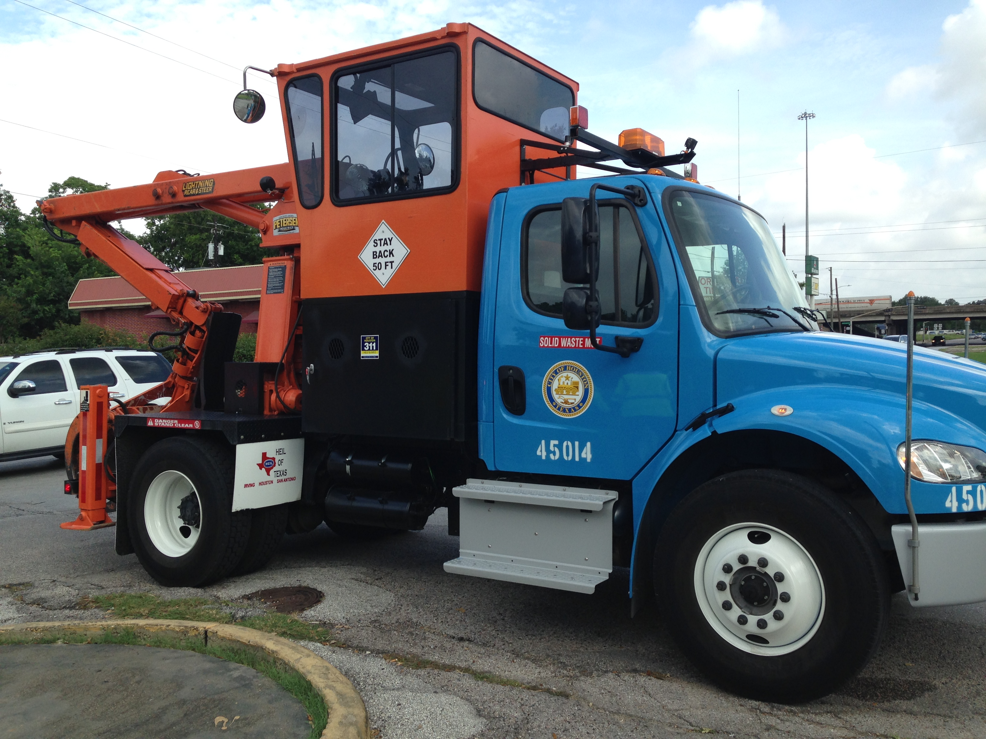 Heavy trash collection vehicle for District D