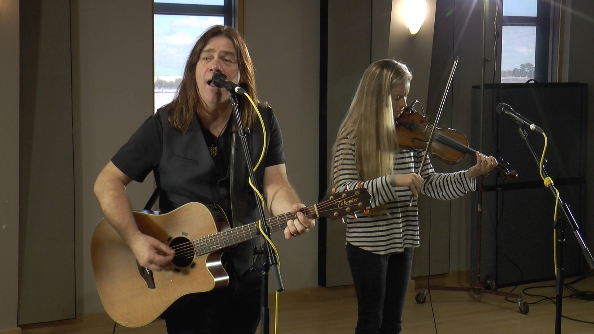 Alan Doyle and Kendel Carson perform in the Geary Studio