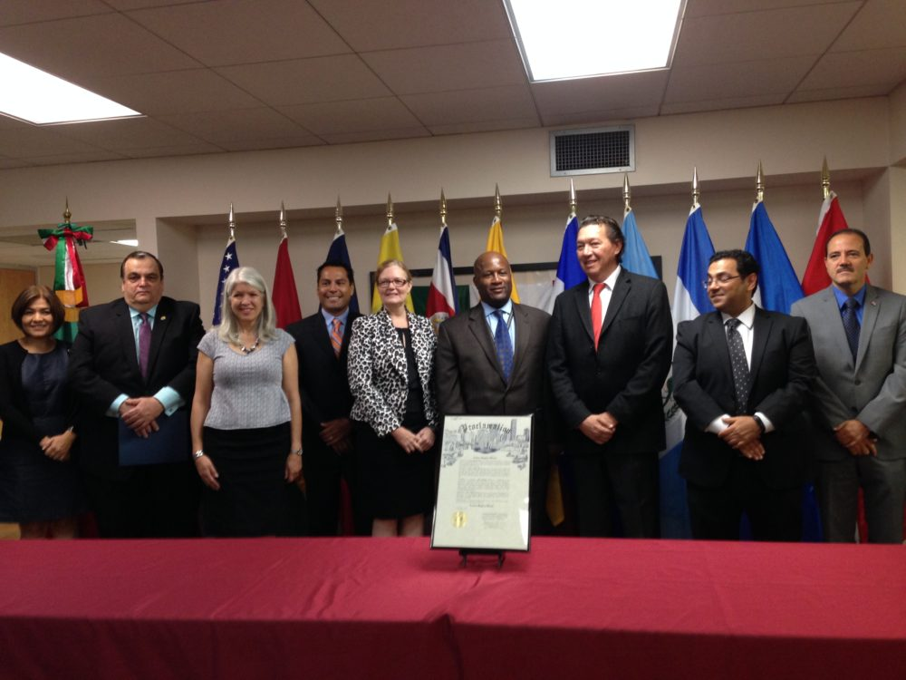 Latin American diplomats such as José Barillas, general consul of Guatemala and Óscar Rodríguez Cabrera, general consul of Mexico, as well as federal government officials such as Adrián Samaniego, director of the  Department of Labor's Wage and Hour Division District office located in Clear Lake and Rayford Irvin, district director of the Houston office for the U.S. Equal Employment Opportunity Commission, participated in the event that kicked off the 2016 edition of the Labor Rights Week in Houston.