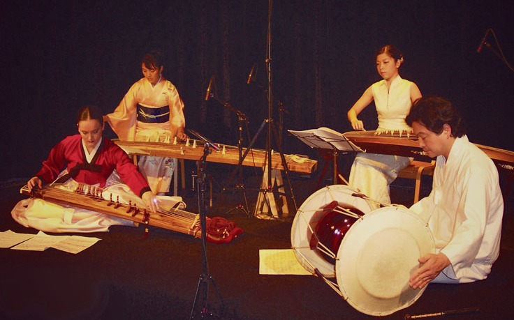 IIIZ+ (Three Zee Plus) is a group comprised of three musicians performing on varieties of the zither stringed instrument, along with percussion. (Photo Courtesy: IIIZ+ | threezeeplus.com)