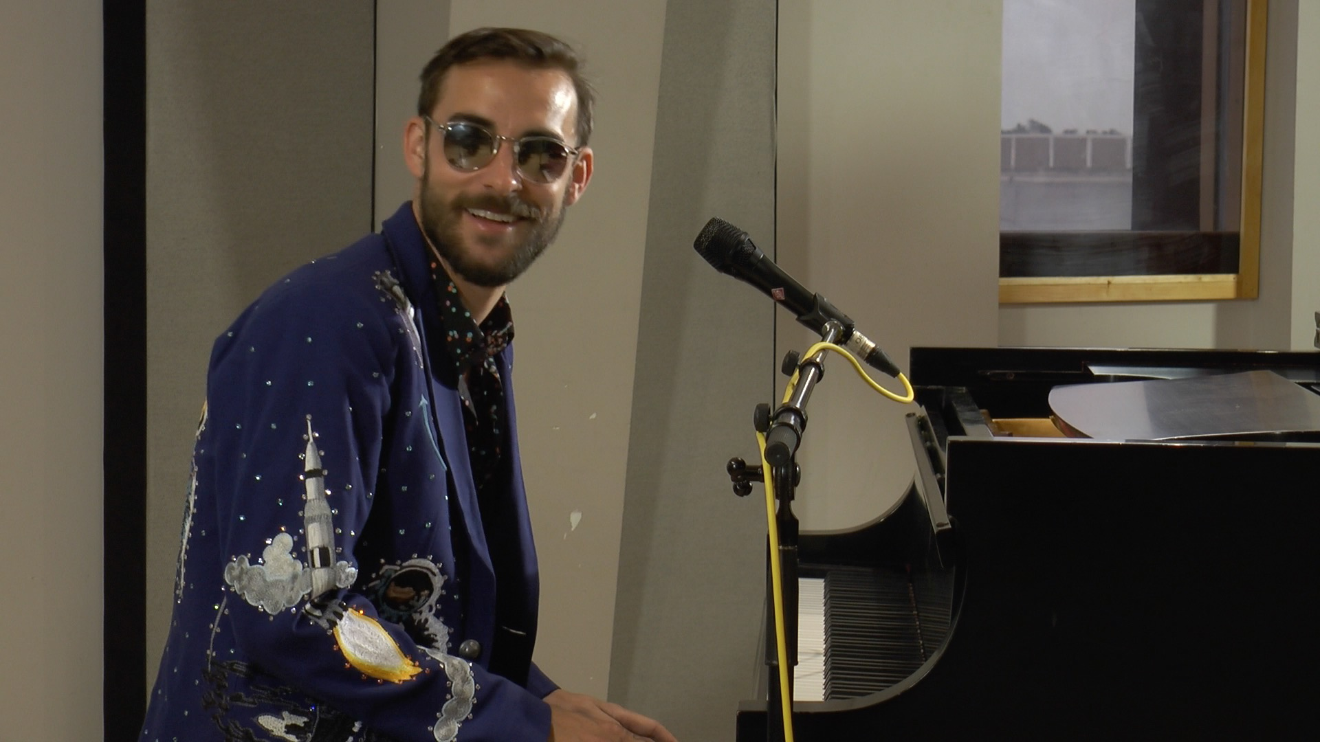Robert Ellis performs in the Geary Studio