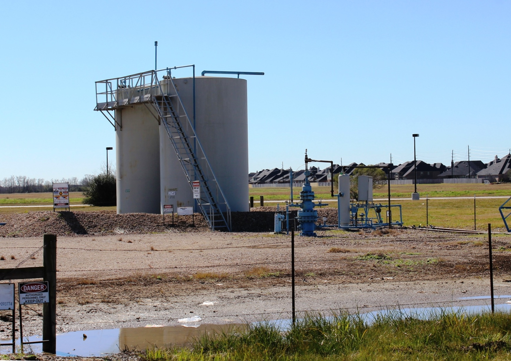 Gas well near subdivision in Katy
