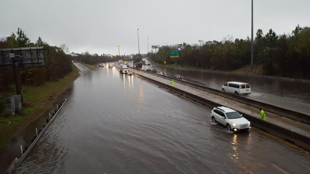 Flooding along I-45 at Main St. in Houston on Jan. 18, 2017. (Photo: Gail Delaughter, Houston Public Media)