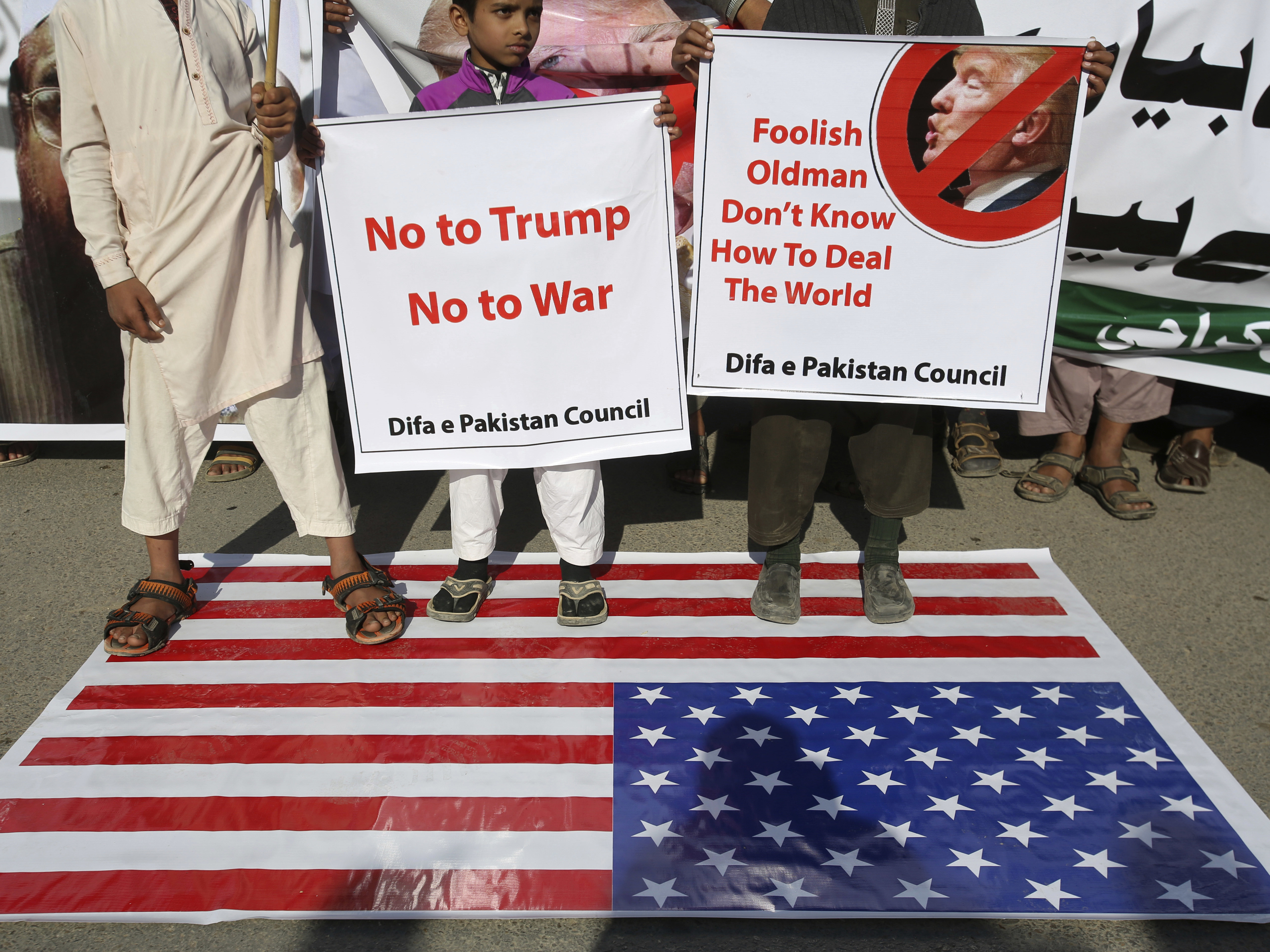 Supporters of Pakistani religious groups rally to condemn a tweet by President Trump in Karachi on Tuesday.