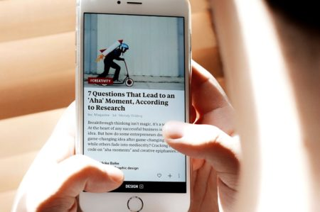 A person reads the news on a smartphone.