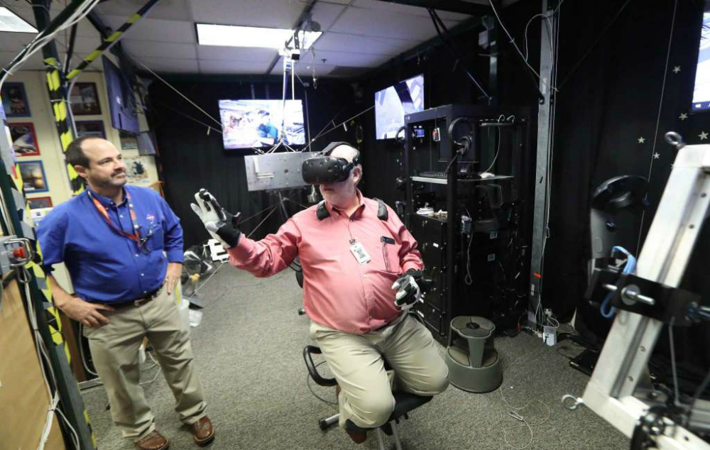 Dwight Silverman uses VR gear at NASA