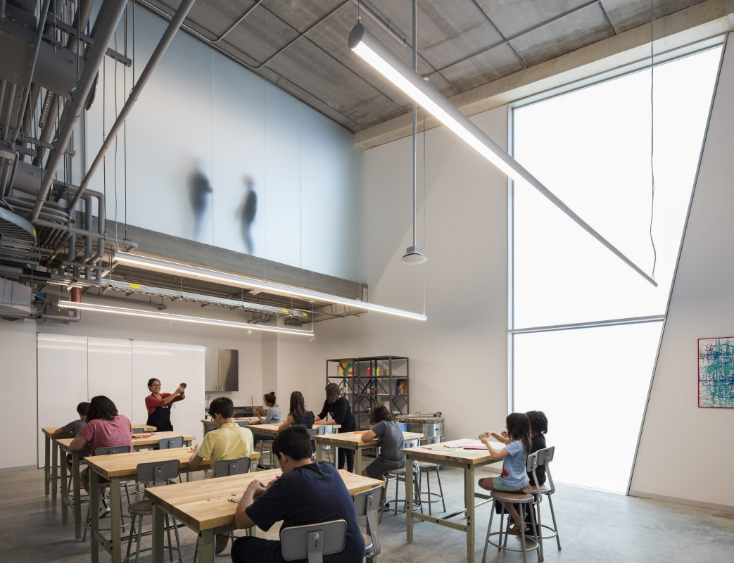 6_A-studio-classroom-inside-the-Glassell