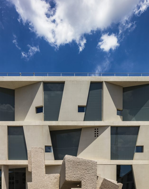 4_Detail-of-the-Glassell-School-of-Art-f