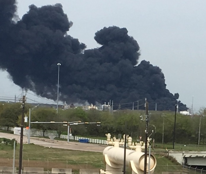 The smoke plume caused by a massive fire at a Deer Park petrochemical storage facility as seen from Highway 225 on March 18, 2019. (Photo credit: Houston Public Media staff)