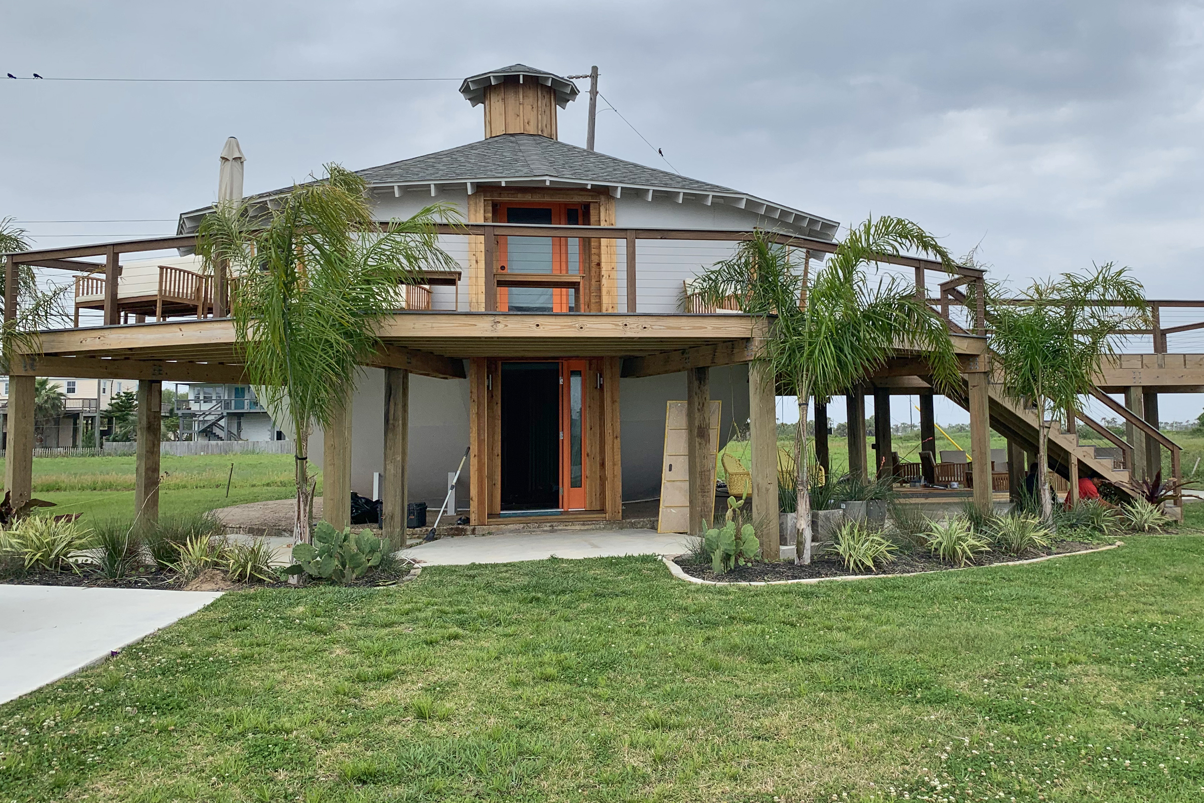 Turning An Oil Tank Into A Home: Galveston's Kettle House