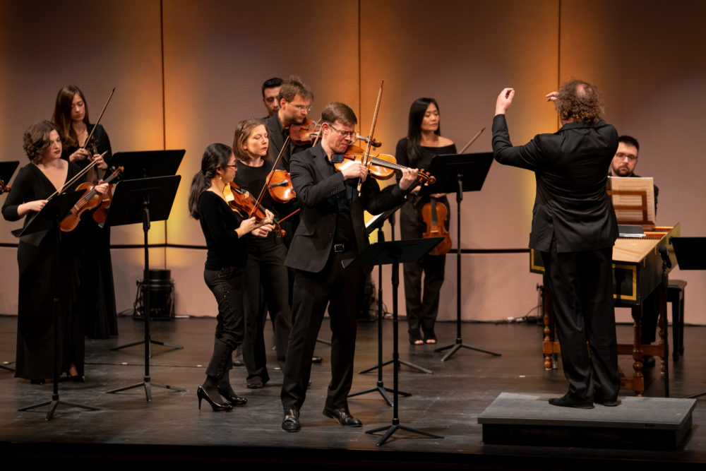 Concert photo of violinist Jonathan Godfrey and Mercury Chamber Orchestra